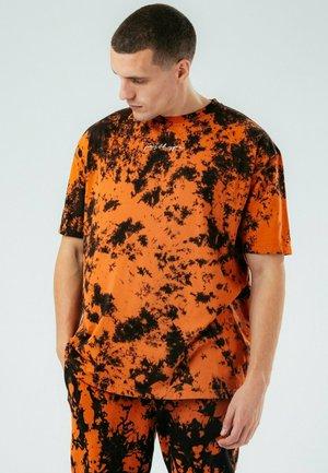 OVERSIZED TIE DYE - T-shirt print - orange