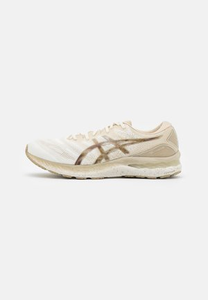 GEL-NIMBUS 23 EARTH DAY - Chaussures de running neutres - cream/putty