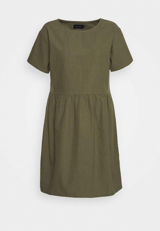 BOX DRESS - Korte jurk - olive