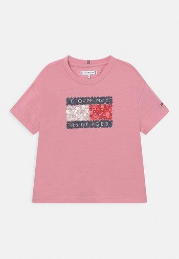 FLOWER FLAG TEE - T-shirt print - pale primrose