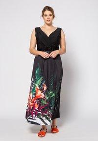 Ulla Popken - GROSSE GRÖSSEN STRANDKLEID - Maxi dress - multicolor - 0