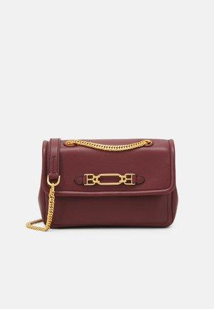 VIVA CROSSBODY - Across body bag - heritage red