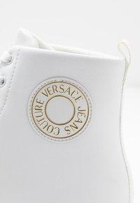 Versace Jeans Couture - CASSETTA LOGATA  - Baskets montantes - white - 5