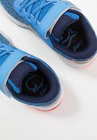 ASICS - GT-1000 9 UNISEX - Stabilní běžecké boty - blue coast/peacoat - 6