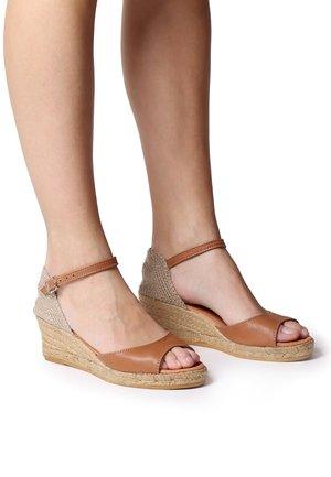 LLIVIA-P - Platform heels - tan