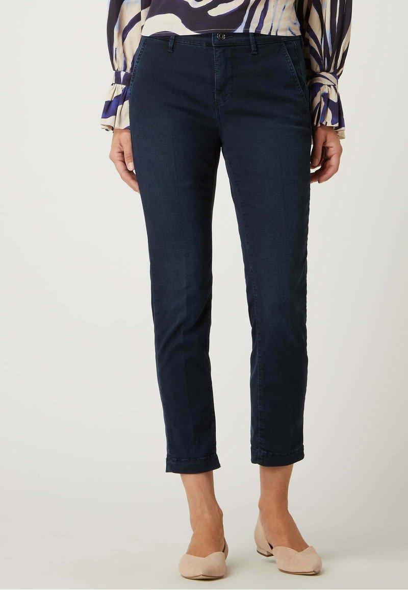 MAC Jeans - CROPPED MIT STRETCH-ANTEIL - Chinos - dunkelblau