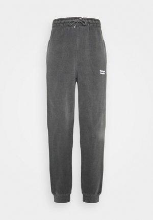 CORE OVERDYE  - Tracksuit bottoms - grey