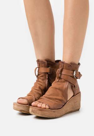 Ankle cuff sandals - calvados