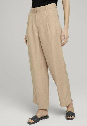 MIT WEITEM BEIN - Trousers - desert linen