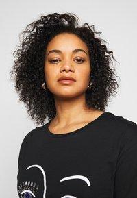 New Look Curves - BLING EYELASH - Print T-shirt - black - 3
