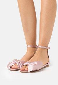 Red V - Sandals - rose baby - 0