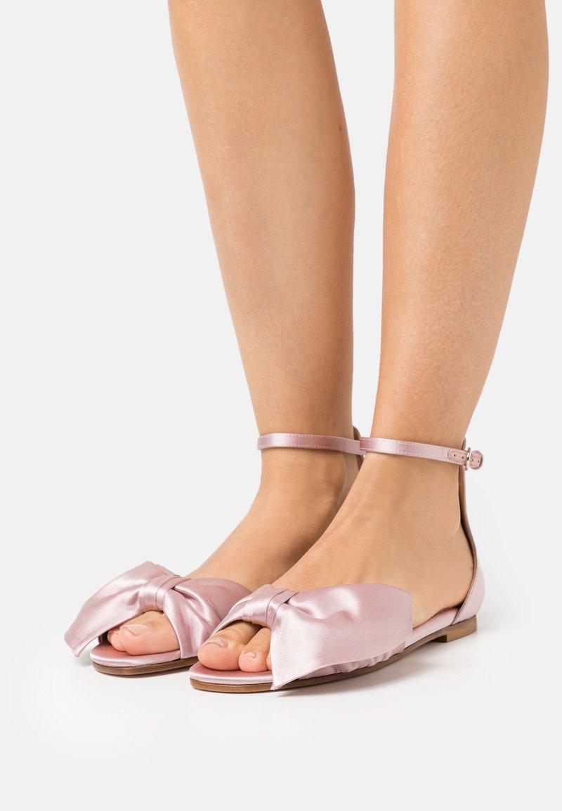 Red V - Sandals - rose baby