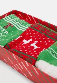 Urban Classics - CHRISTMAS LAMA SOCKS 3 PACK - Socks - green/red - 2