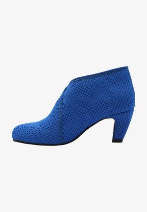 Classic heels - blue mesh