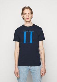 Les Deux - ENCORE  - Print T-shirt - dark navy/parisian blue - 0