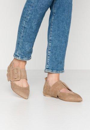 Ankle strap ballet pumps - leone
