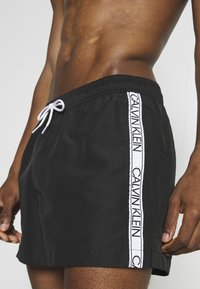 Calvin Klein Swimwear - CORE LOGO TAPE DRAWSTRING - Shorts da mare - black - 2
