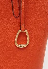 Lauren Ralph Lauren - Velká kabelka - burnt orange/gold - 9