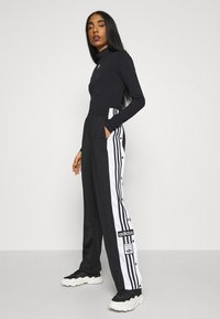 adidas Originals - Topper langermet - black - 1