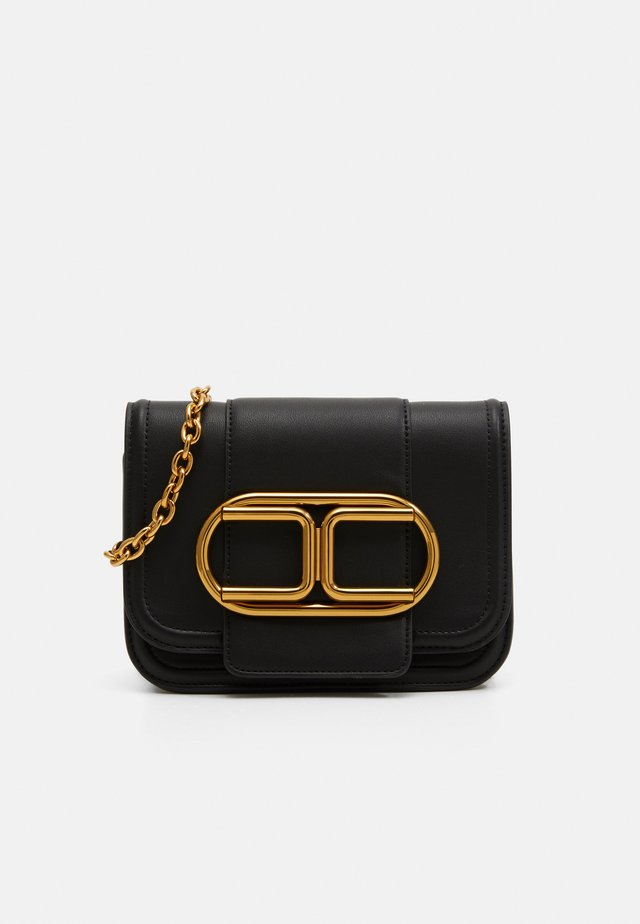 SADDLE LOGO CROSSBODY WITHIN CHAIN - Borsa a tracolla - nero