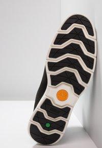 Timberland - KILLINGTON - Höga sneakers - black/white - 4