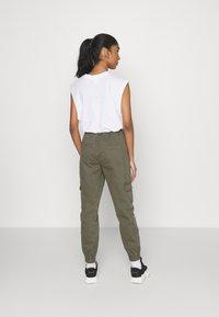 ONLY - ONLGIGI CARRA LIFE  - Pantalones cargo - kalamata - 2