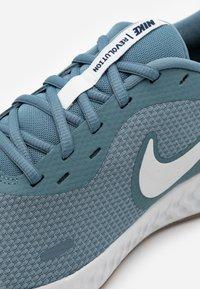 Nike Performance - REVOLUTION 5 - Zapatillas de running neutras - ozone blue/photon dust/obsidian - 5