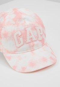 GAP - LOGO - Lippalakki - pink tie dye - 2