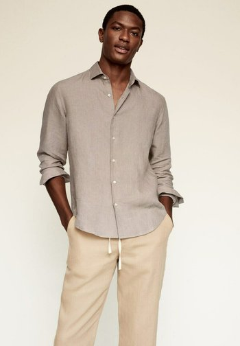 REGULAR FIT - Shirt - sandfarben