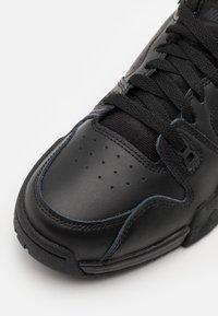 Nike Sportswear - CROSS TRAINER - Sneakers basse - black/off noir - 5