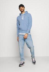 Champion Rochester - HOODED - Sweatshirt - light blue - 1