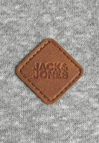Jack & Jones - JORTONS HOOD  - Hoodie - light grey melange - 2