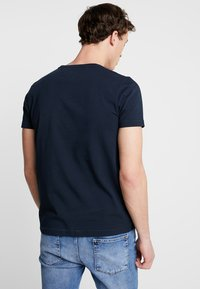 Tommy Hilfiger - APPLIQUE TEE - Print T-shirt - blue - 2