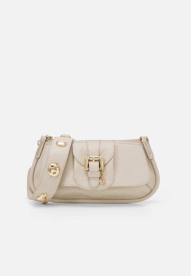 LESLY BAGUETTE - Bolso de mano - cement beige