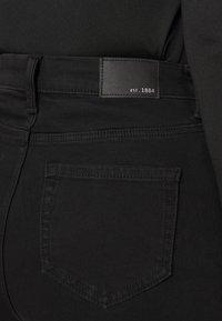 Marks & Spencer London - SOPHIA - Jeansy Straight Leg - black denim - 4