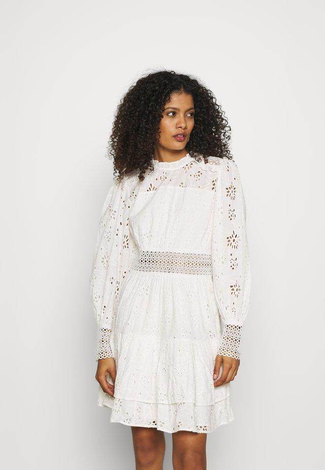 ANNASIA DRESS - Robe d'été - chalk white