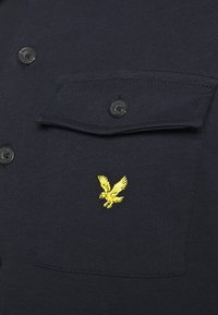 Lyle & Scott - TWO POCKET RELAXED FIT - Polo shirt - dark navy - 5
