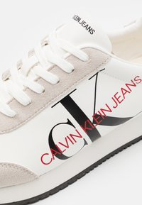 Calvin Klein Jeans - JOELE - Zapatillas - bright white - 5