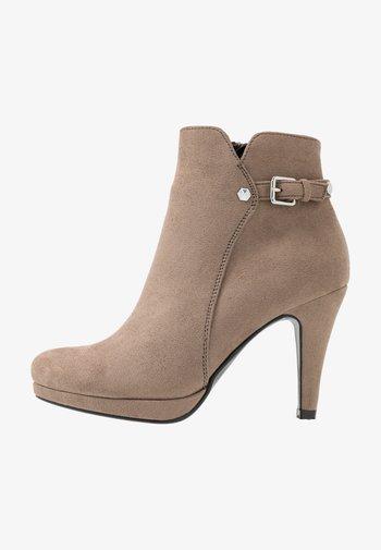 Kotníková obuv na vysokém podpatku