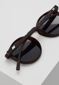 Le Specs - TEEN SPIRIT DEUX - Sunglasses - matte - 4