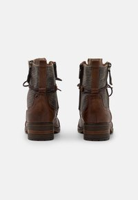 Mustang - Šněrovací kotníkové boty - cognac - 3