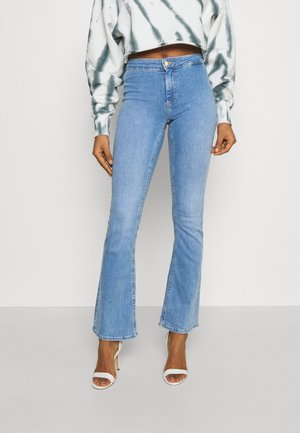ONLBLUSH LIFE CLEAN - Flared Jeans - light blue denim