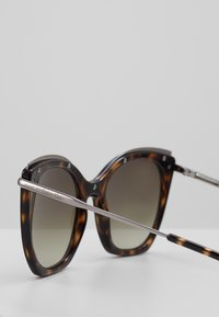 Calvin Klein - Sluneční brýle - tortoise - 2