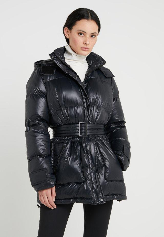 TWYLA - Kabát zprachového peří - black