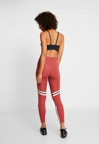 Nike Performance - ONE ICON - Leggings - cedar/metallic silver/black - 2