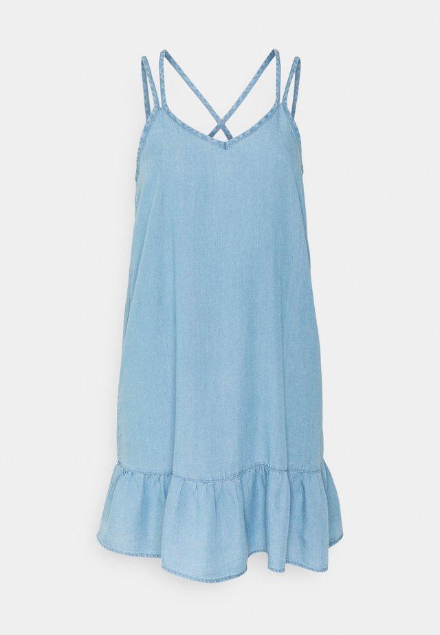 VMVIVIANA DRESS - Denimové šaty - light blue denim