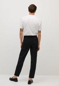 Mango - BRETON - Pantalones chinos - black - 3