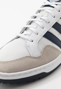adidas Originals - TEAM COURT - Trainers - footwear white/collegiate navy - 5