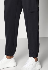 ONLY Petite - ONLPOPTRASH LIFE ZIP PANT - Tracksuit bottoms - blue graphite - 3
