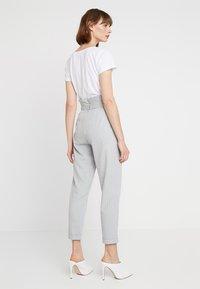 KIOMI - Trousers - white/grey - 2